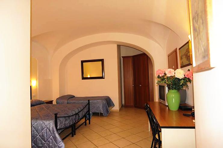 http://www.hotel-silva.com/wp-content/uploads/2015/09/Camera-Tripla-Hotel-Silva.png