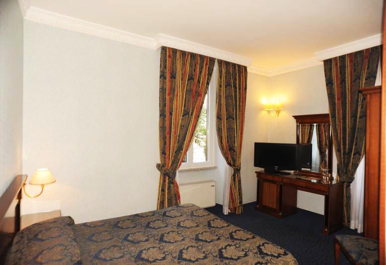 http://www.hotel-silva.com/wp-content/uploads/2015/09/Hotel-Silva-camera-doppia5.png