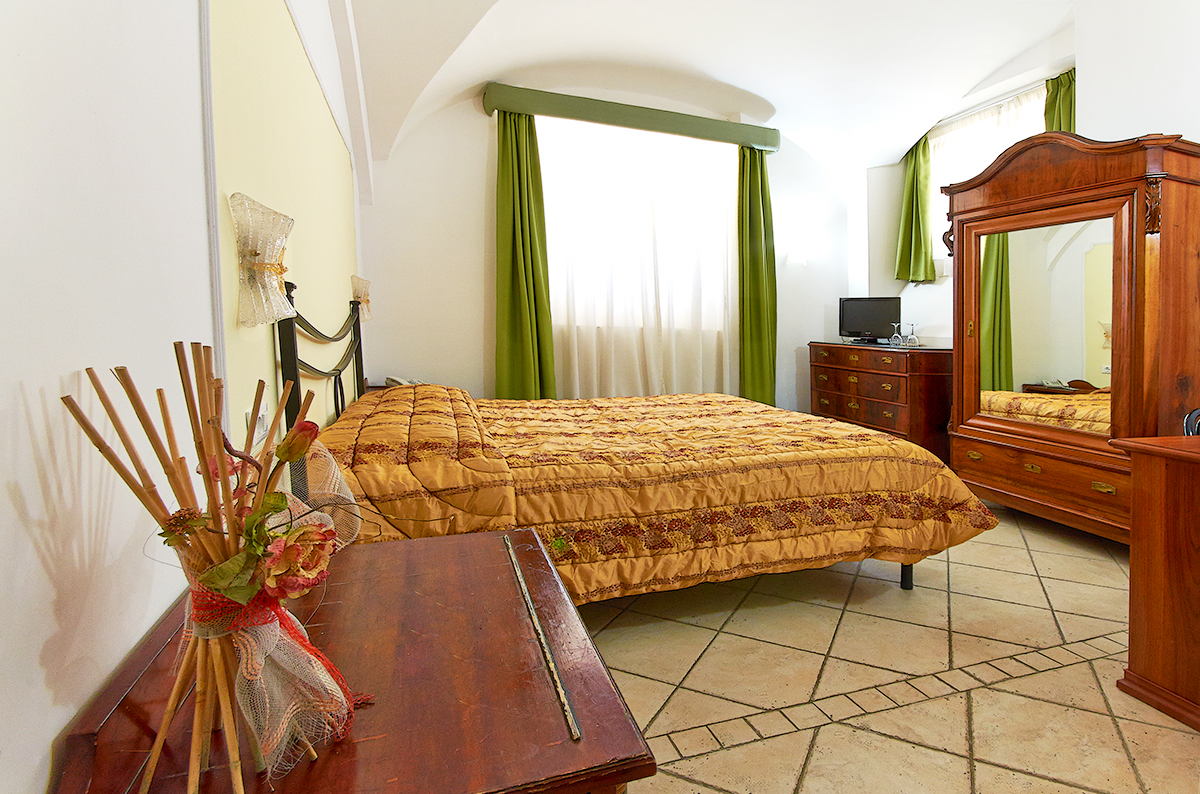 http://www.hotel-silva.com/wp-content/uploads/2015/09/Hotel-Silva-camera-doppia6.png
